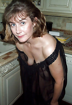 Wife Cleavage Pics