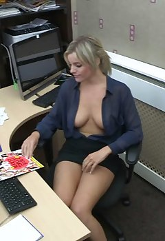 Cleavage At Work Pics