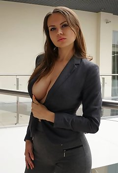 Saggy Cleavage Pics