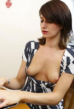 Cleavage Secretary Pics