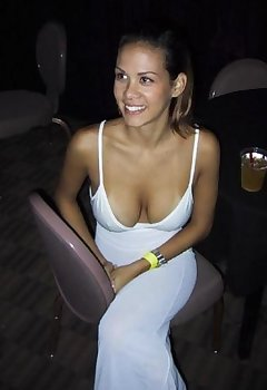 Busty Cleavage Pics