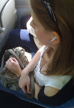 Cleavage In Car - CleavagePics.pro